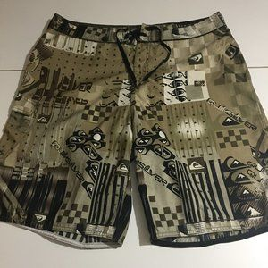 Quicksilver Mens Size 38 Board Shorts Beach Surfer